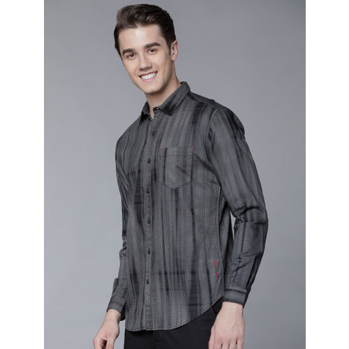 LOCOMOTIVE Men Black & Grey Slim Fit Printed Casual Shirt