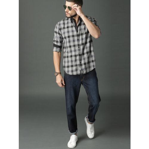 Roadster Men Grey & Black Regular Fit Checked Casual Shirt