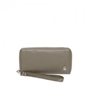 efcd544971b1 United Colors of Benetton Women Olive Green Solid Leather Zip Around Wallet