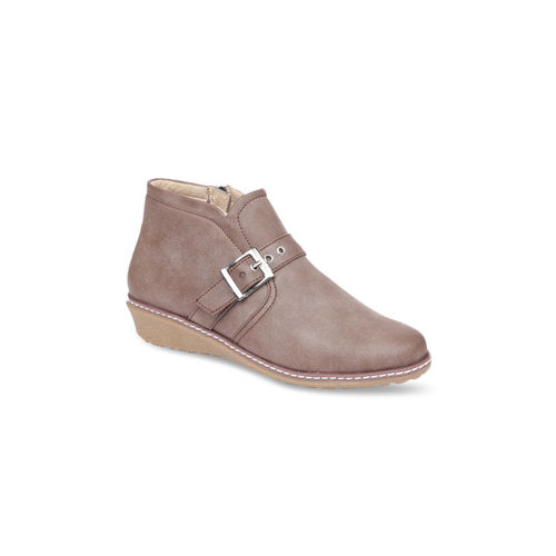 VALIOSAA Women Cream-Coloured Solid Heeled Boots