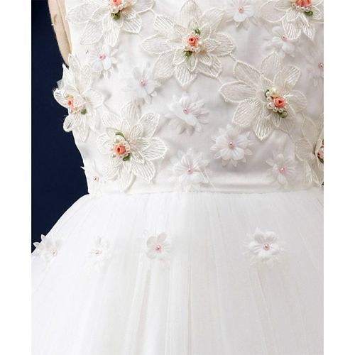 Mark & Mia Flower Embroidery Sleeveless Dress - White