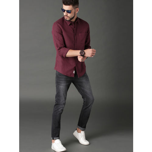 Roadster Men Burgundy Regular Fit Solid Casual Shirt