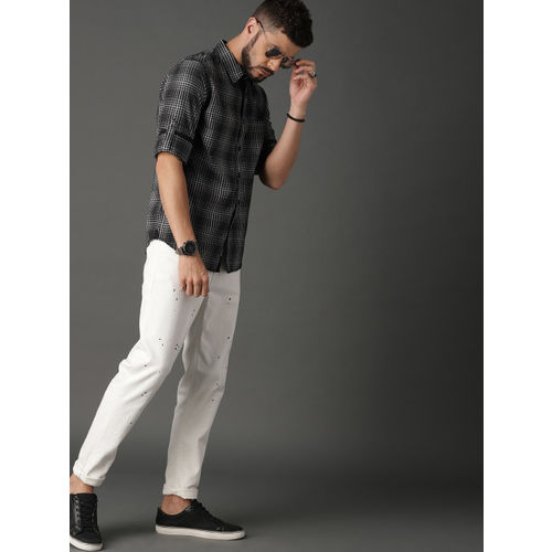 Roadster Men Black & White Regular Fit Checked Casual Shirt