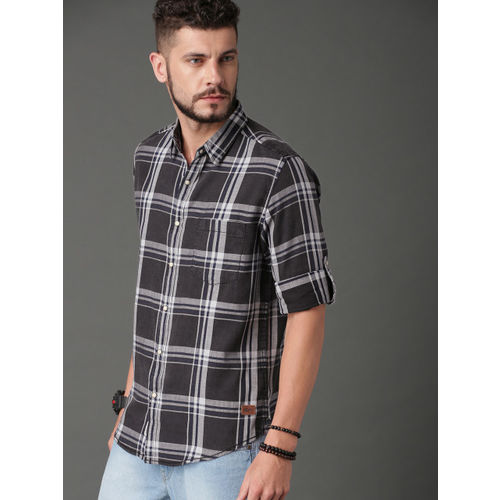 Roadster Men Charcoal Grey & Navy Blue Regular Fit Checked Casual Shirt
