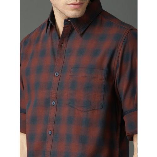 Roadster Men Navy Blue & Maroon Regular Fit Checked Casual Shirt