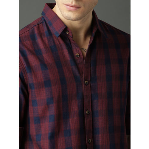 Roadster Men Red & Navy Regular Fit Checked Casual Shirt