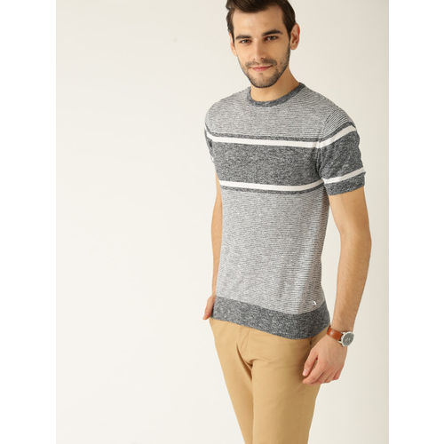 United Colors of Benetton Men Navy Blue Striped Round Neck T-shirt