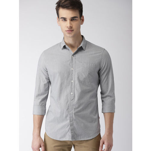 Levis Men Navy & Grey Slim Fit Striped Casual Shirt