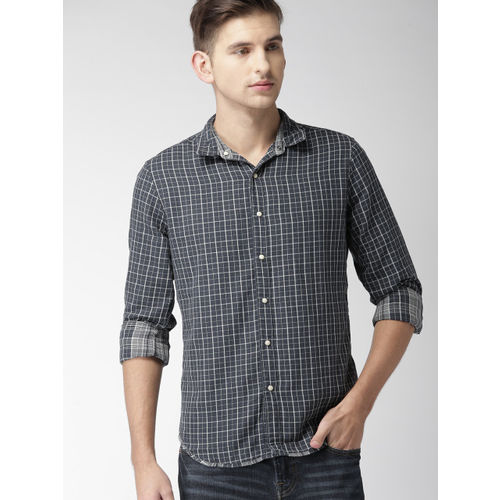 Levis Men Navy Blue & White Regular Fit Checked Casual Shirt