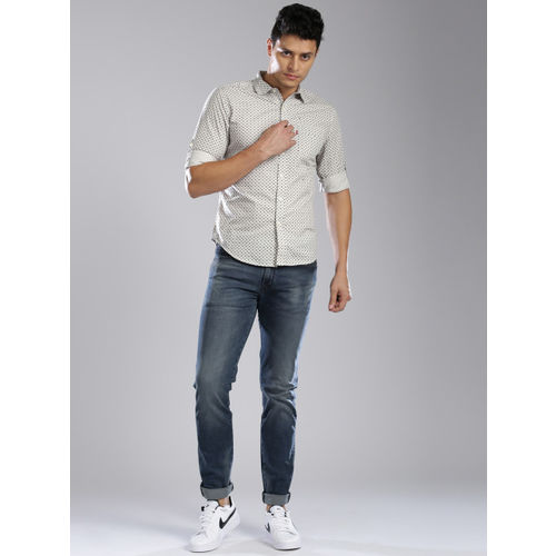 Levis Men Off-White Slim Fit Printed Casual Shirt