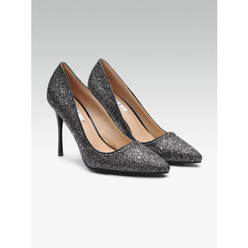 Elle Women Black Embellished Pumps
