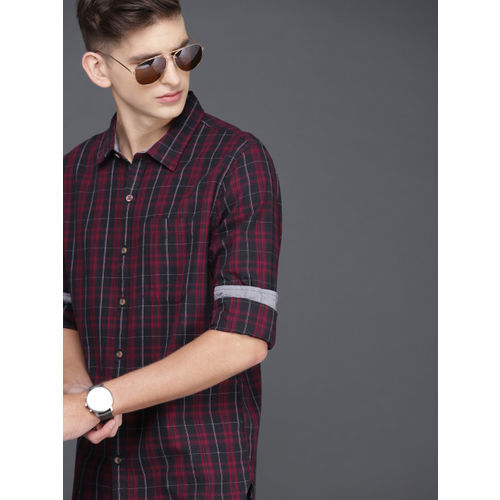 WROGN Men Maroon & Black Slim Fit Checked Casual Shirt