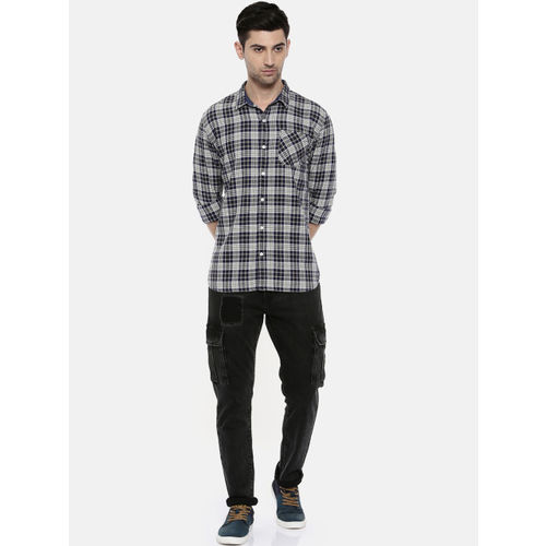 Breakbounce Men Black & White Slim Fit Checked Casual Shirt
