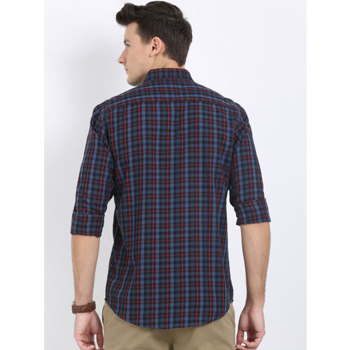 Crocodile Men Navy Blue & Red Slim Fit Checked Casual Shirt