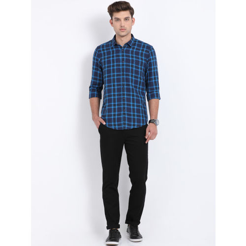 Crocodile Men Navy Blue & Blue Slim Fit Checked Casual Shirt