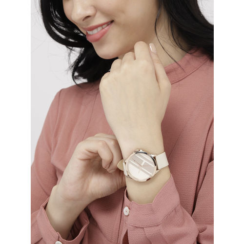 Tommy Hilfiger Women Beige & Silver-Toned Genuine Leather Analogue Watch TH1781966W