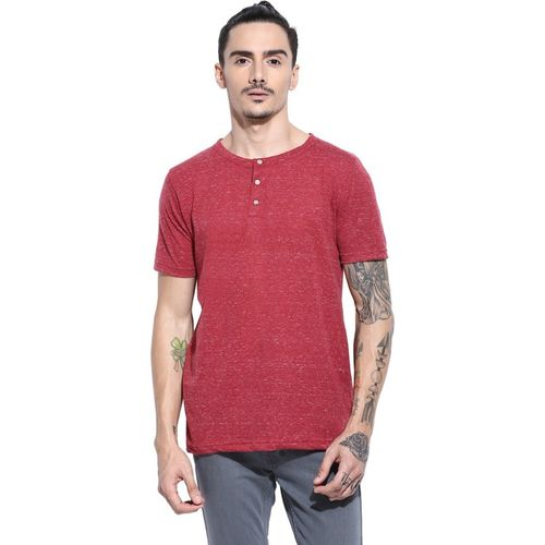 Campus Sutra Solid Men Henley Maroon T-Shirt