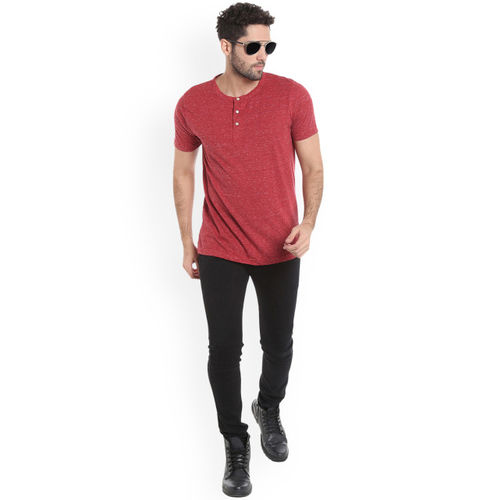 Campus Sutra Men Red Solid Henley Neck T-shirt