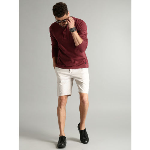 Roadster Men Maroon Solid Henley Neck T-shirt