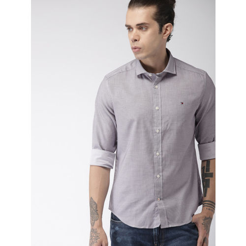 Tommy Hilfiger Men White & Navy Blue Regular Fit Checked Casual Shirt