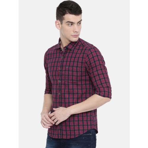 IMYOUNG Men Red & Black Slim Fit Checked Casual Shirt