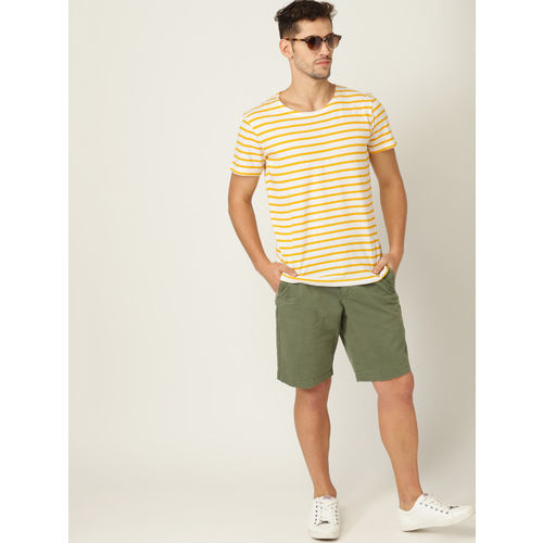 MANGO MAN Men White & Yellow Striped Round Neck T-shirt