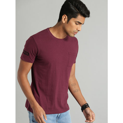 Roadster Men Burgundy Solid Round Neck T-shirt