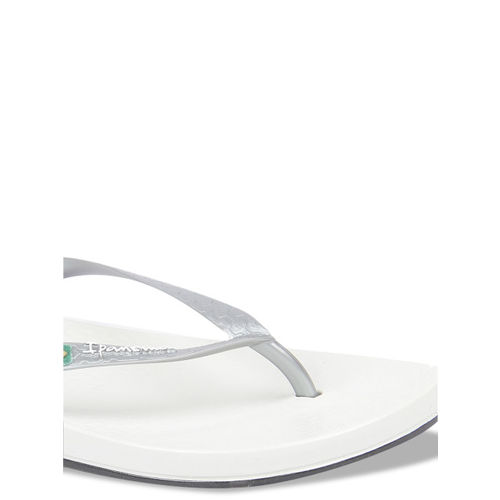 iPanema Women Silver-Toned & White Textured Thong Flip-Flops