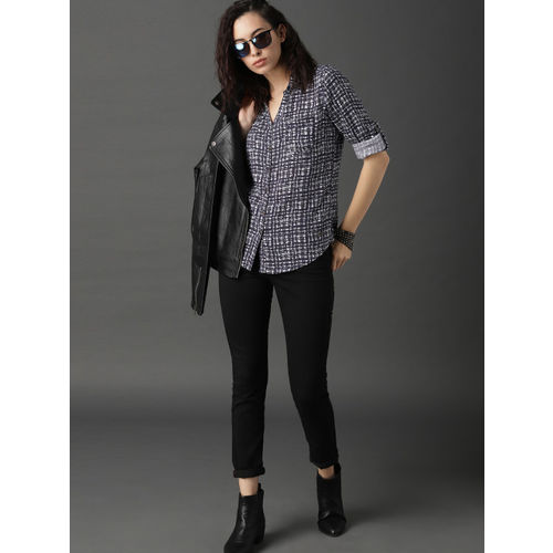 Roadster Women Navy Blue & White Slim Fit Printed Casual Shirt