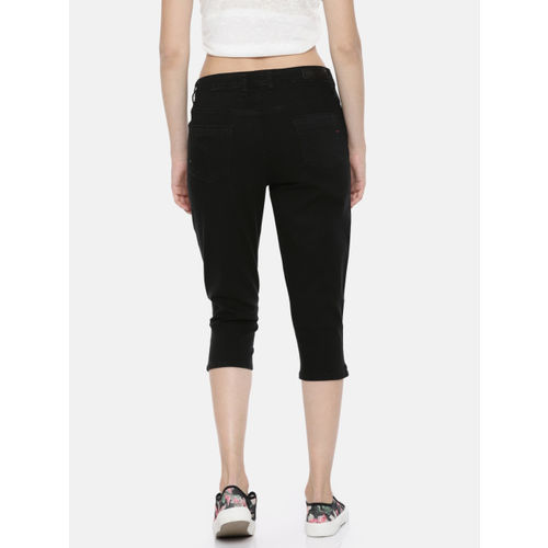 Lee Cooper Women Black Straight Fit Low-Rise Clean Look Stretchable Capri Jeans