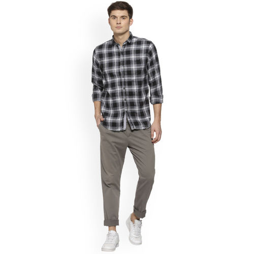 Campus Sutra Men Black & Grey Regular Fit Checked Casual Shirt