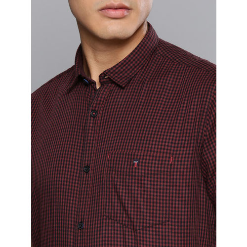 Louis Philippe Sport Men Black & Red Slim Fit Checked Casual Shirt