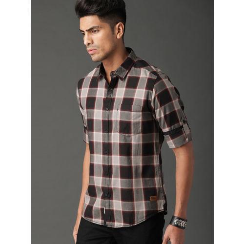 Roadster Men Black & Beige Regular Fit Checked Casual Shirt