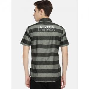 Wrangler Men Black & Grey Slim Fit Striped Casual Shirt