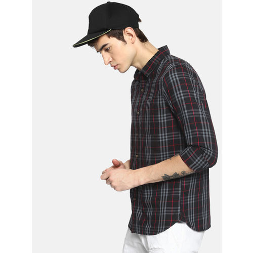 SINGLE Men Black & Red Slim Fit Checked Casual Shirt