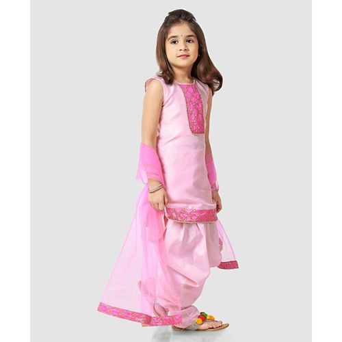 Saka Designs Sleeveless Kurta With Dhoti Style Salwar Sequin Work - Light Pink