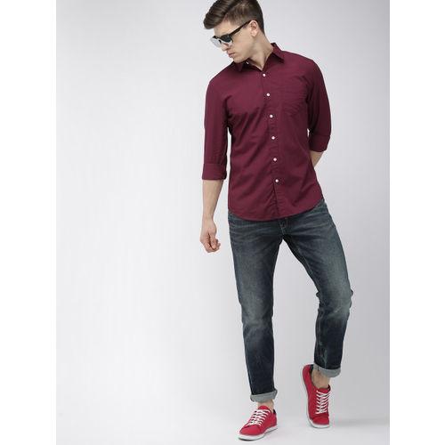 Denizen From Levis Men Maroon Regular Fit Solid Casual Shirt