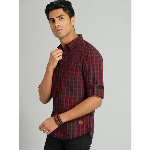 Roadster Men Maroon & Black Regular Fit Checked Casual Shirt