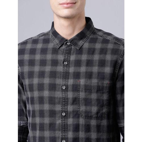 LOCOMOTIVE Men Olive Green & Black Slim Fit Checked Casual Shirt