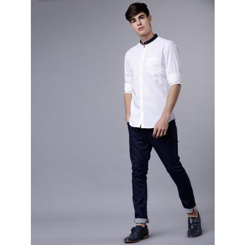 HIGHLANDER Men White & Navy Blue Slim Fit Printed Semiformal Shirt