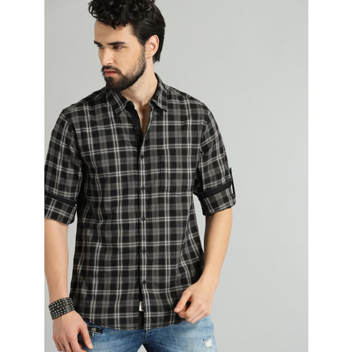 Roadster Men Black & Off-White Regular Fit Checked Casual Shirt