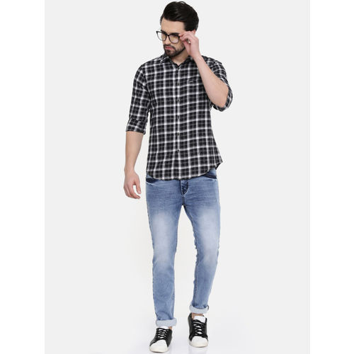 IMYOUNG Men Black & White Slim Fit Checked Casual Shirt