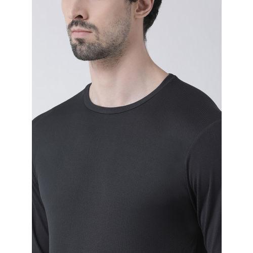 Friskers Men Black Solid Round Neck Slim Fit T-shirt