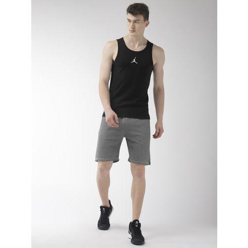 Nike Men Black Solid Slim Fit BUZZER BEATER Sports T-shirt