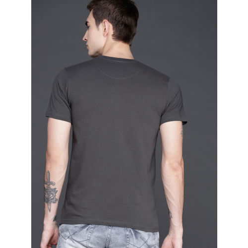 WROGN Men Charcoal Grey Slim Fit Solid Round Neck T-shirt