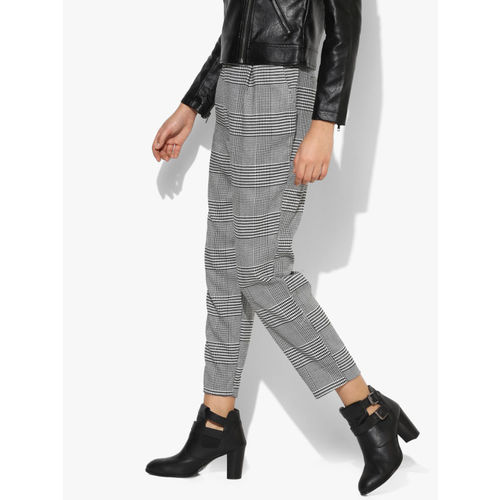 FOREVER 21 Women Black & White Regular Fit Printed Regular Cropped Trousers