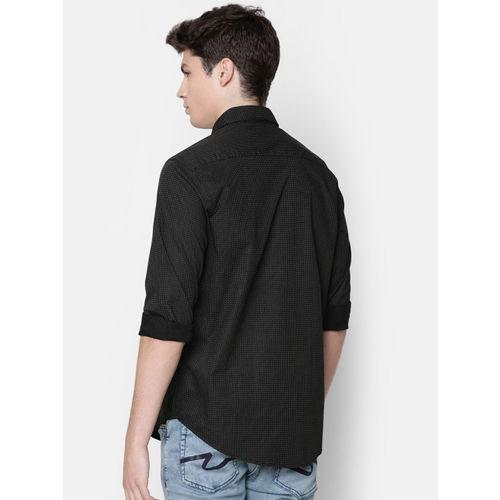 IDC Men Black & White Slim Fit Printed Casual Shirt