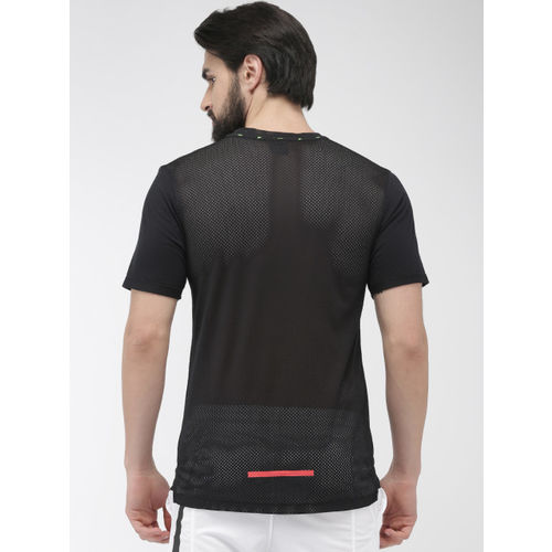 Nike Men Black Printed Standard Fit Round Neck WILD RUN TOP Running T-shirt