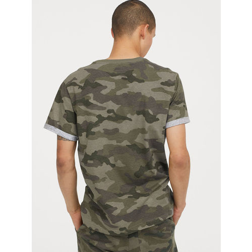 H&M Men Green Camouflage Printed T-shirt With Turn-Up Sleeves