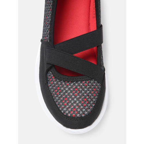 Crew STREET Women Black & Grey Walking Shoes